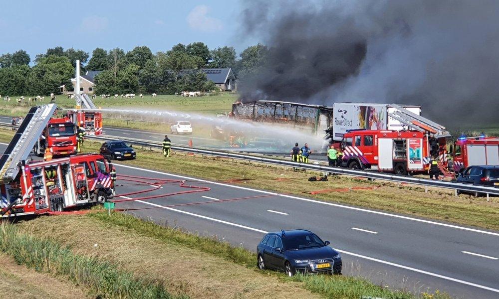 Ernstig ongeval tussen zeker 6 voertuigen op de A6, weg dicht.