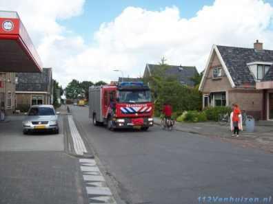 De brandweer van Venhuizen komt ter plaatse
