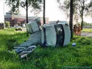 Busje doormidden gebroken op de A7 Wognum