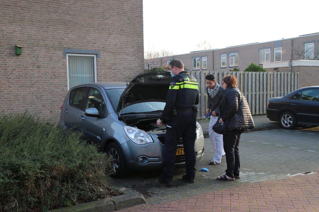 Klein brandje aan voertuig op Safarigeel in Zoetermeer