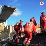 i soccorsi dopo il crollo del ponte Morandi a Genova