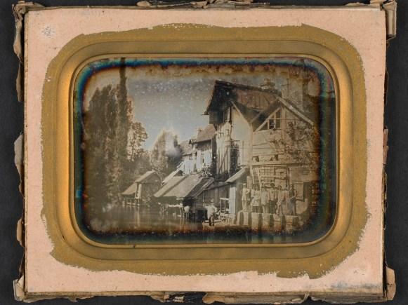 Constructions de l'ancienne impasse Saint-Denis prises des Huches, daguerréotype (17 x 14 cm), vers 1855, Médiathèque du Grand Troyes, photo P. Jacquinot