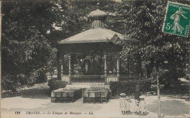 Carte postale, Troyes - Le Kiosque de Musique, CPLOCAL06446, Médiathèque du Grand Troyes, photo P. Jacquinot, X. Sabot