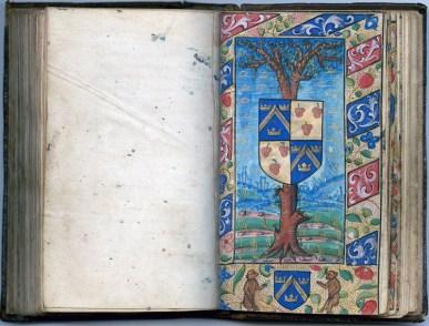 Manuscrit MS 3907, passionnaire et hymnaire du XVIe siècle, comportant 28 miniatures. Ici les armoiries des familles Mauroy et Pinot. Médiathèque du Grand Troyes, photo P. Jacquinot