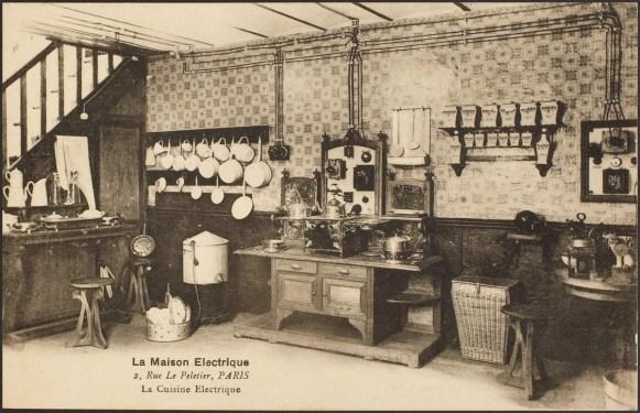 Cuisine de la Maison Électrique, carte postale fonds local cp 4335, Médiathèque du Grand Troyes, photo P. Jacquinot