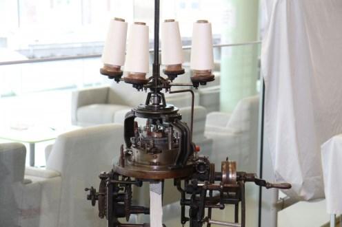 - Métier à tricoter circulaire. Musée de la bonneterie, don M. Bersin. N° inv. 2015/b/04. Photo Eric Bord.