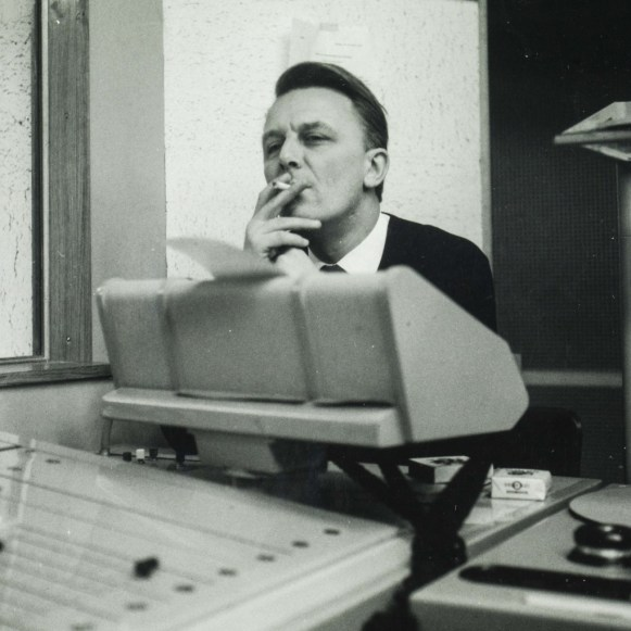 Jean-Jacques Kihm dans un bureau de l'ORTF, vers 1966. Photo Médiathèque de Troyes Champagne Métropole