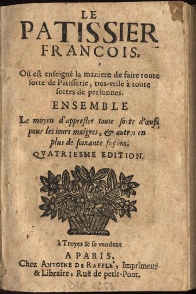 """Page de titre du """"Pâtissier françois"""", dans son édition de la Bibliothèque bleue parue à Troyes. 17e siècle. Photo Médiathèque de Troyes Champagne Métropole"""