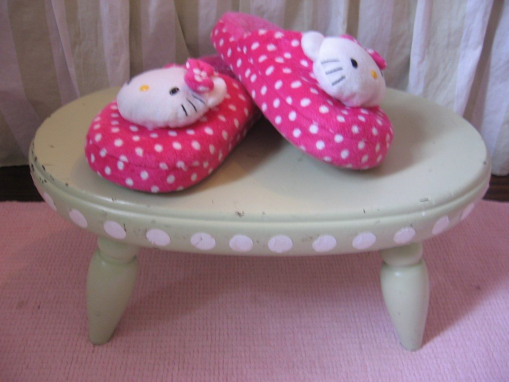 I painted this darling stepstool with celery spray paint...