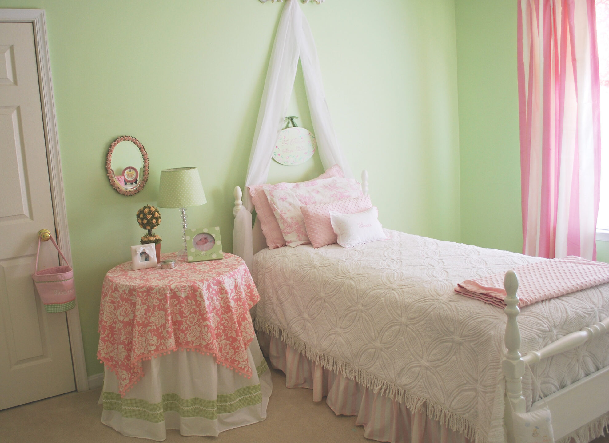 pink green girls room