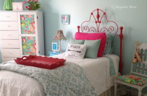 Iron Headboard Gets a Coat of {HOT} Pink Spray Paint