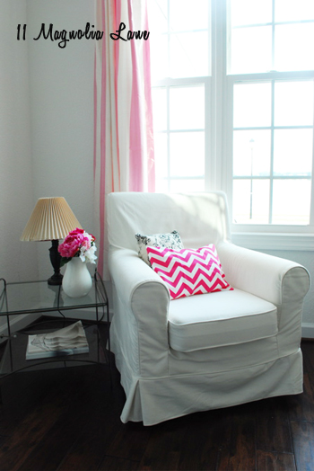 Black, white, and pink home office
