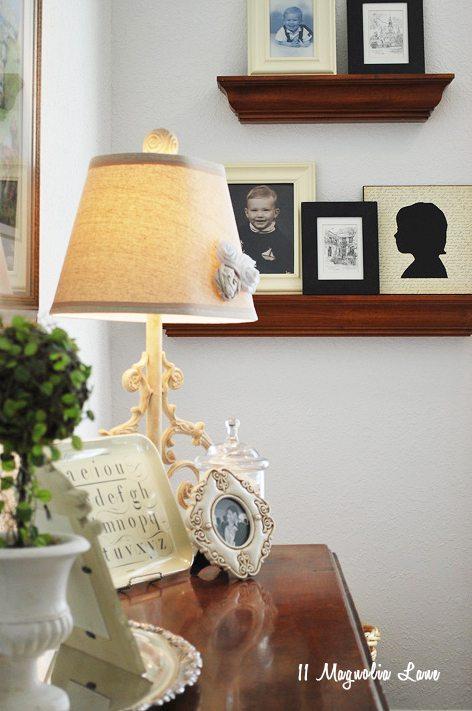 lamp pic wall