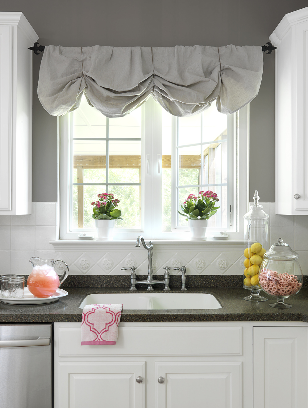No-Sew DIY canvas painter's drop cloth window valance | 11 Magnolia Lane