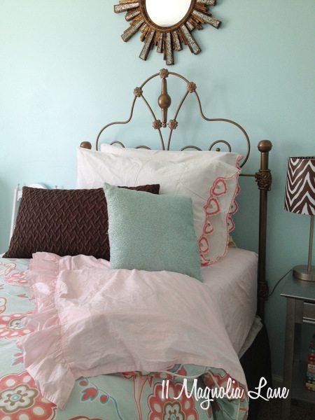 Aqua, brown, and pink girl's room at 11 Magnolia Lane