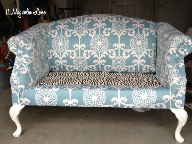 loveseat-zebra