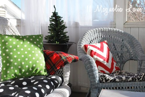 holiday-porch-plaid-blanket