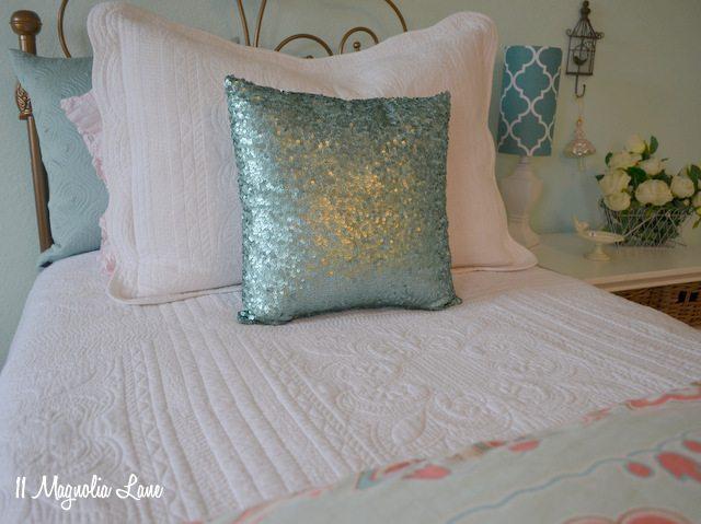 aqua-room-bed-close