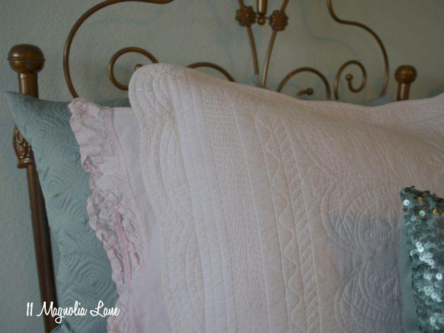 aqua-room-pillows-close