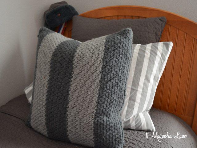 teen-boy-bed-pillows