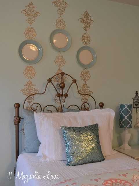 gold-stencil-bedroom