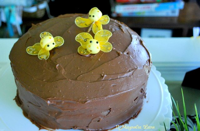 Bee_Baby_Shower_Chocolate_Cake