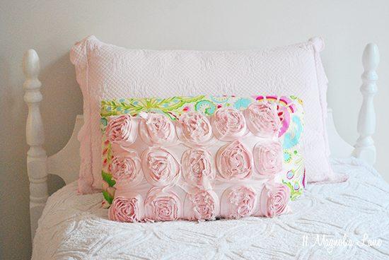pink-white-gold-girls-bedding