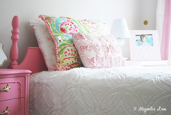 a girls room decorated in pink and gold