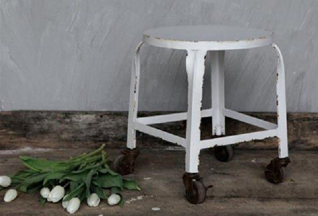 stool-with-casters-l