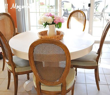 table-with-chairs-in-kitchen