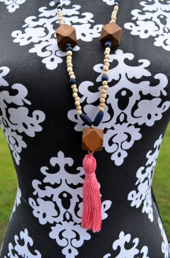 Wood and tassel necklace | 3 Little Beads Etsy