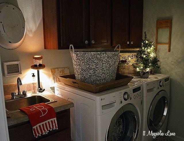 Laundry room Christmas decor | 11 Magnolia Lane