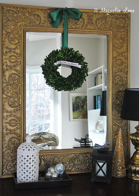 mirror-boxwood-wreath