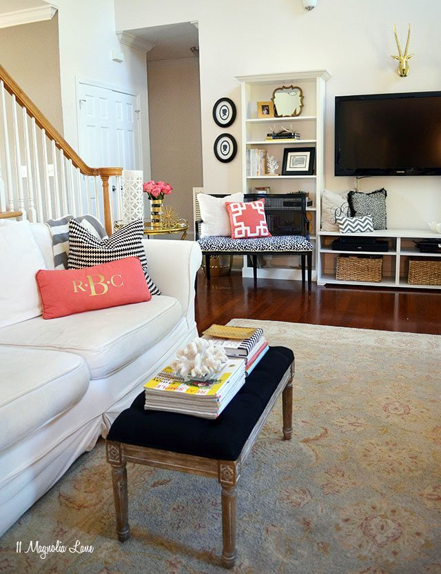 Eclectic and colorful living room decor | 11 Magnolia Lane