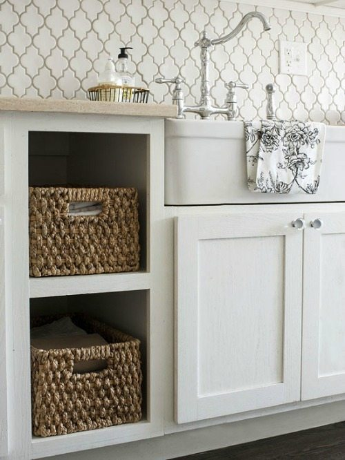quatrefoil backsplash tiles white