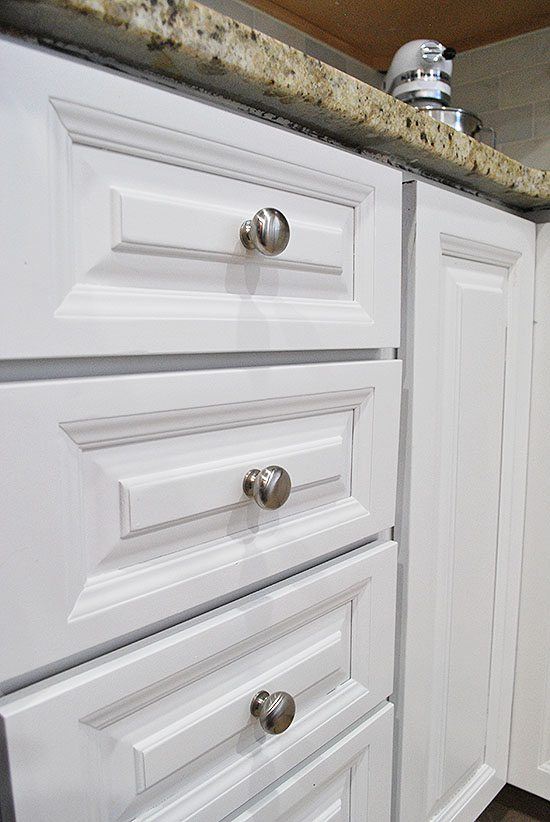 close-up-drawers-painted-2