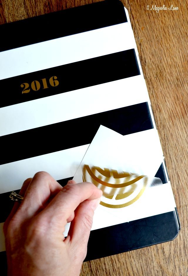 How to apply a vinyl decal | 11 Magnolia Lane