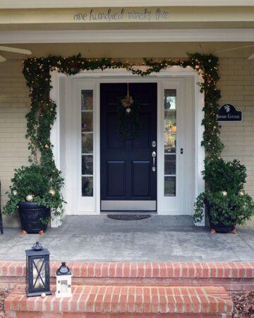 Front porch Christmas decor | 11 Magnolia Lane