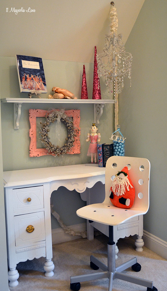 Vintage painted desk | 11 Magnolia Lane