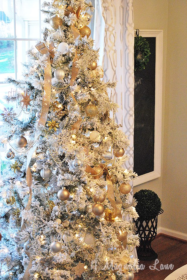 tree-christmas-at-home-dining-room
