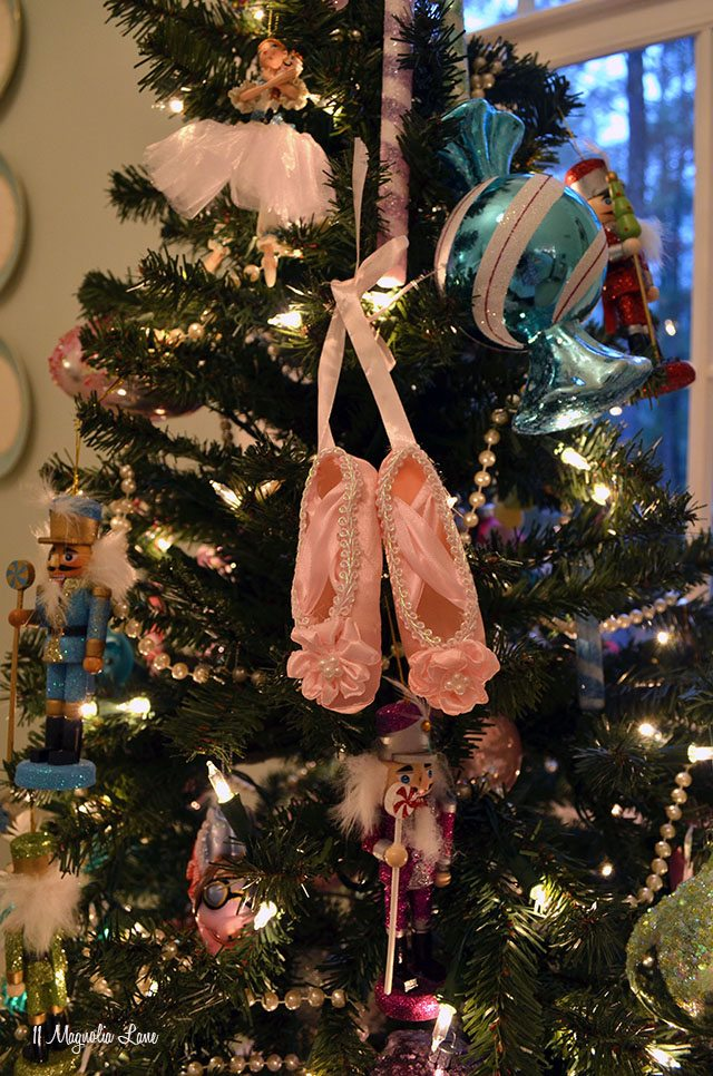 Nutcracker ballet pointe Christmas tree | 11 Magnolia Lane