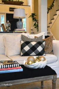 Holiday home tour--living room in black and white | 11 Magnolia Lane