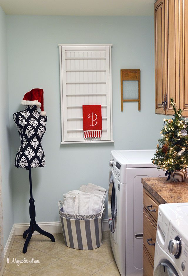 Laundry room decorated for Christmas | 11 Magnolia Lane