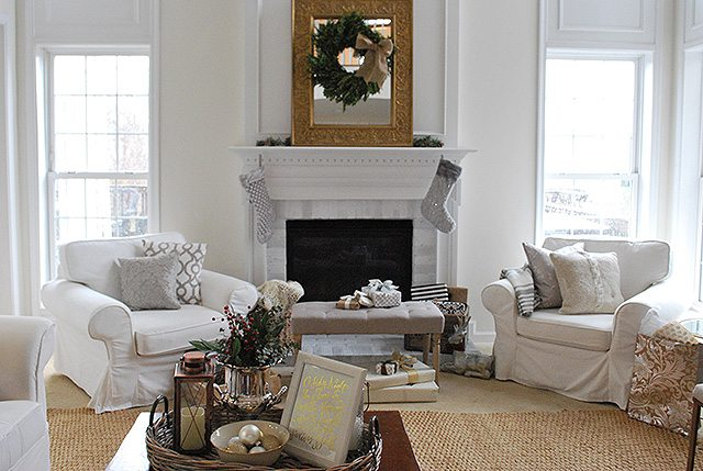 living-room-wide-view-holiday-home-family
