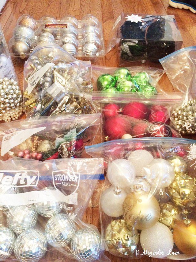 organized-christmas-tree-decor-ziploc-bags