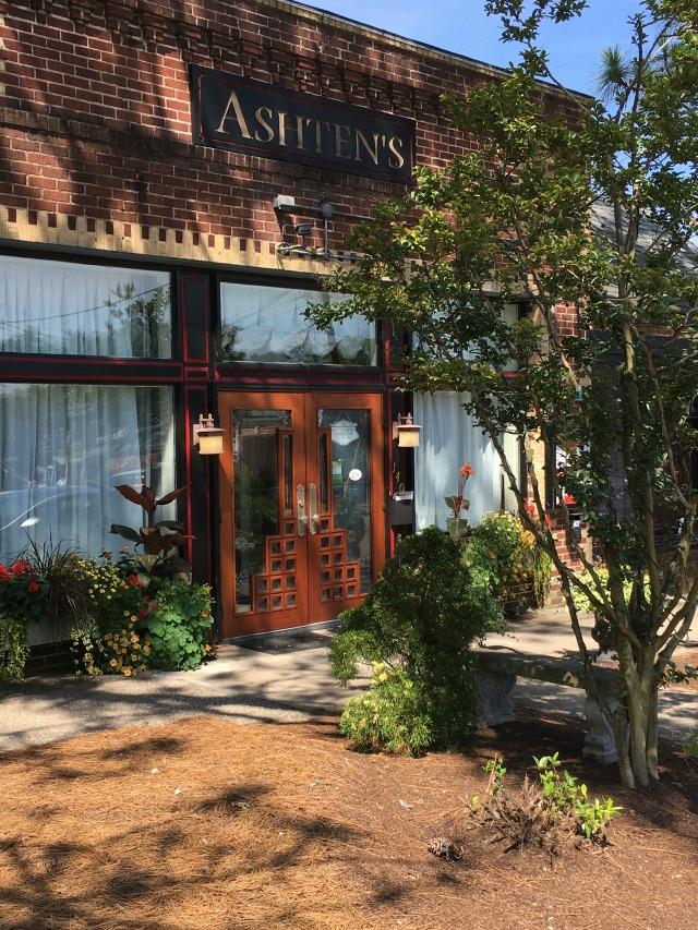 Ashton's restaurant in Southern Pines NC | 11 Magnolia Lane
