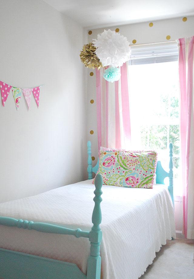 sloanes-room-vintage-twin-beds-left-side
