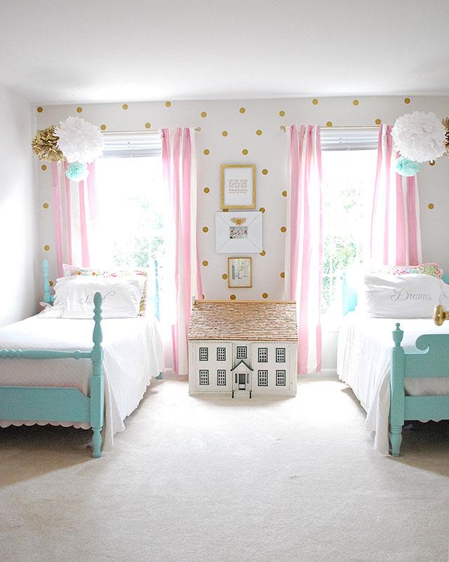 sloanes-room-vintage-twin-beds1