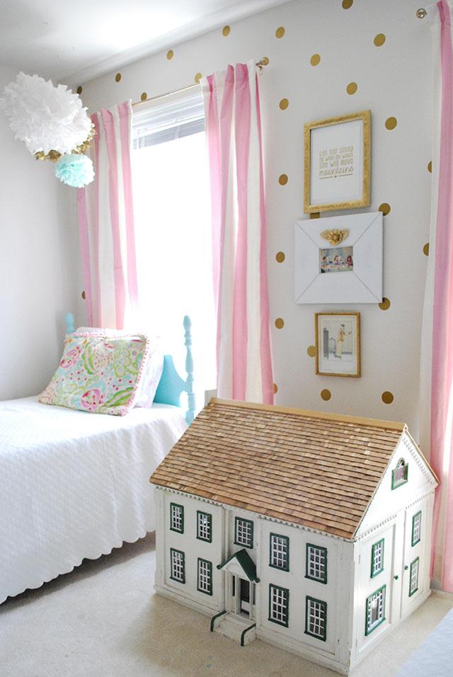 vintage-dollhouse-girls-room