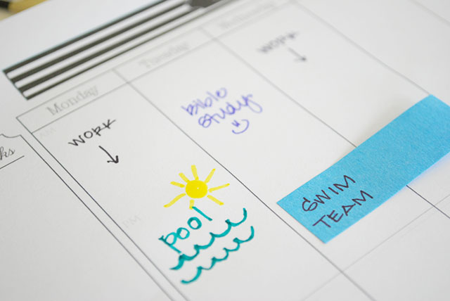 close-up-summer-organizing-calendar-pad
